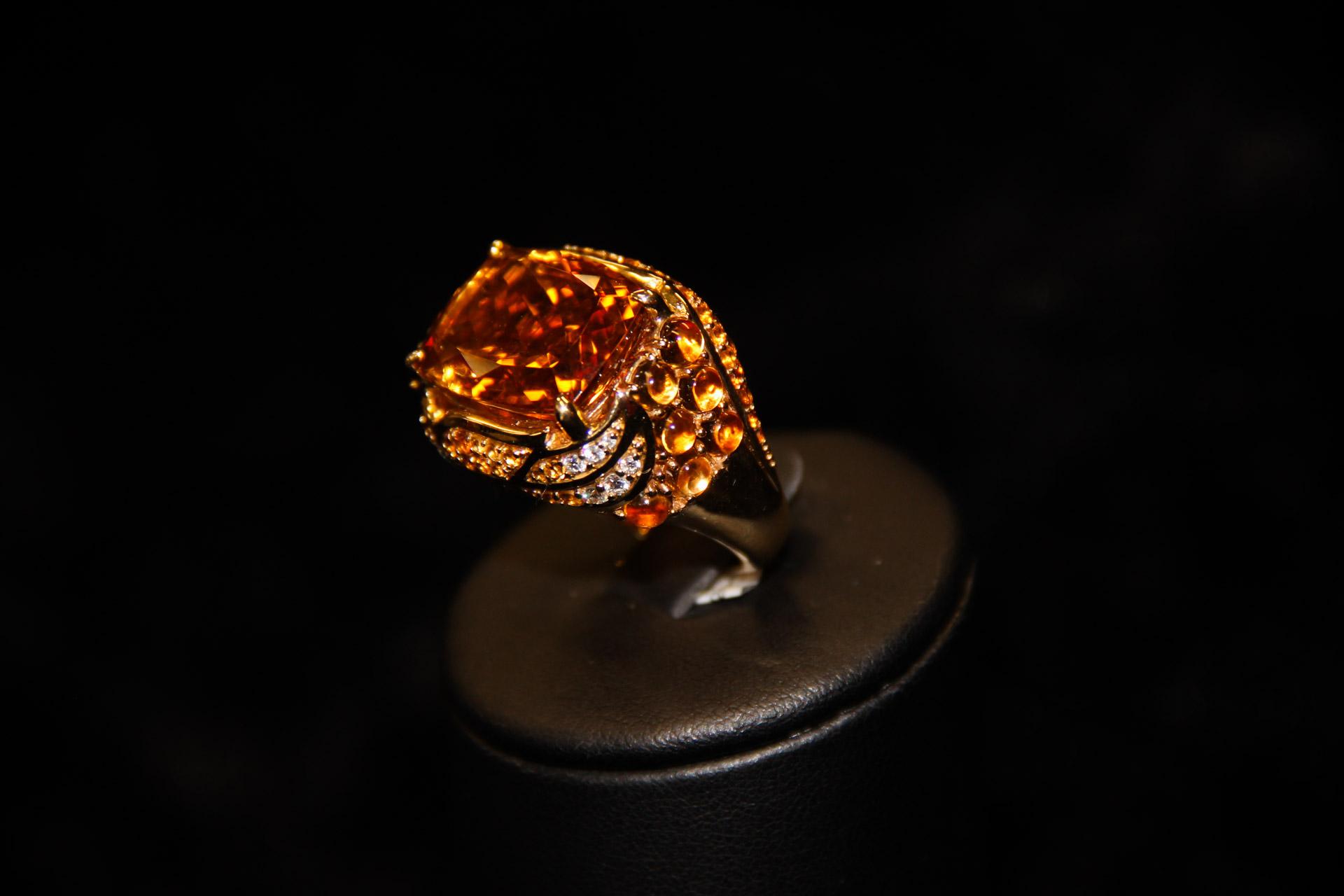 Bague-jonc-or-jaune-citrine-coussin-citrines-cabochons-et-diamants-1